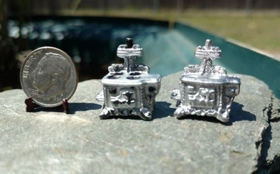 Picture of Dollhouse Metal Miniature Old Fashioned Stove