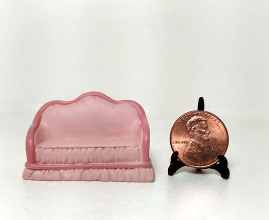 Picture of Dollhouse Miniature Resin Sofa 1:48 Scale