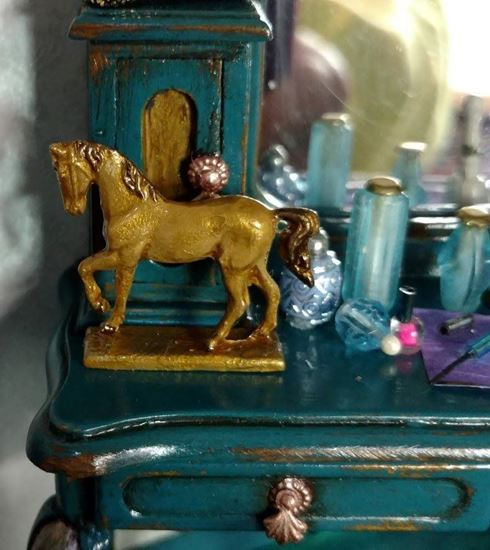 Picture of Dollhouse Old Pewter Horse Hand Painted Gold