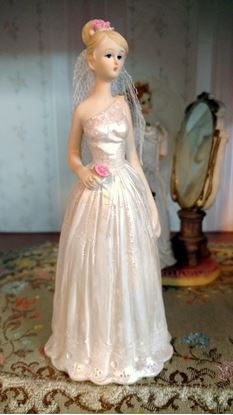 Picture of Polystone Bride w/Pink Rose