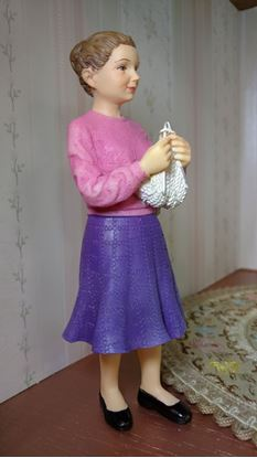 Picture of Modern Dollhouse Resin Woman Knitting