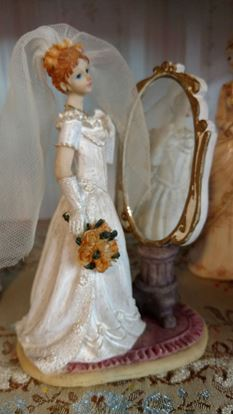 Picture of Miniature Victorian Bride w/ Mirror
