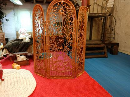 Picture of Dollhouse Dressing Screen