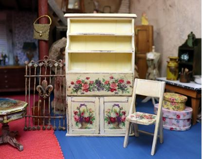 Picture of Dollhouse 1:12 desk secretary