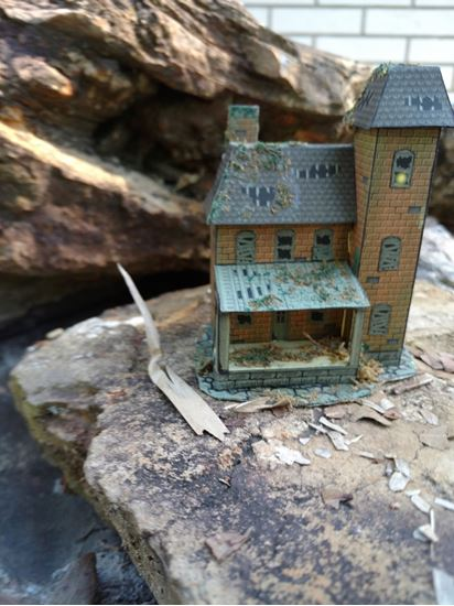 Picture of Complete 1:144th scale dollhouse and furniture