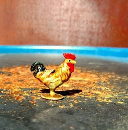 Picture of Dollhouse Miniature Old Pewter Rooster Tan/Gold Gold Base