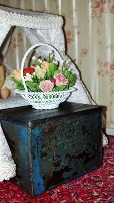 Picture of White metal basket floral arrangement for full scale dollhouse