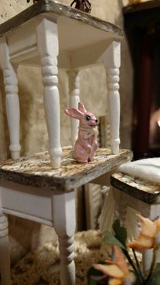 Picture of Dollhouse Metal Miniature Antiqued Pink Bunny