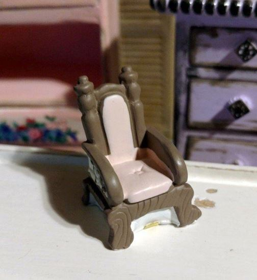 Picture of Dollhouse Miniature Resin Brown and Pink Chair 1:48 Scale
