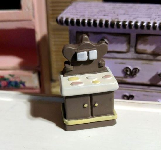 Picture of Dollhouse Miniature Resin Cook Stove 1:48 Scale