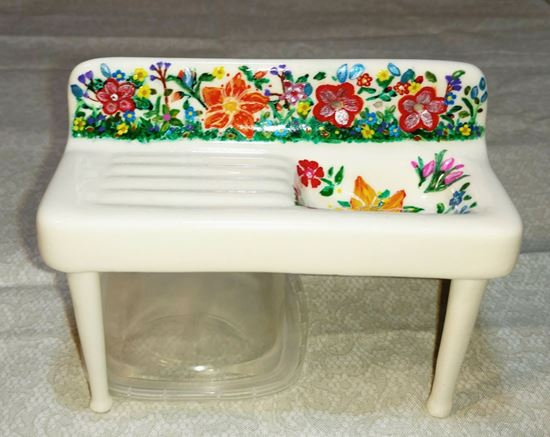 Picture of Dollhouse porcelain sink