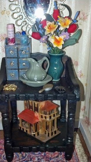 Picture of Green Pitcher and Washbowl for full scale dollhouse
