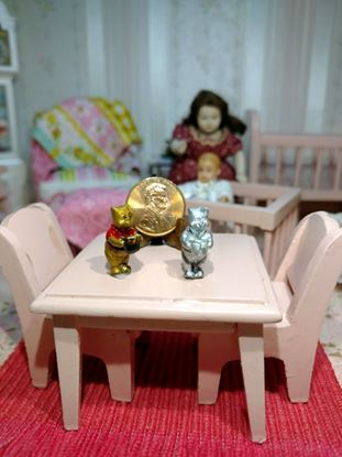 Picture of Miniature Metal Pooh Standing Painted