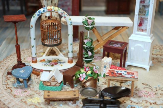 Picture of Miscellaneous Dollhouse Lot